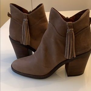 NWOB Lucky Brand booties with studded tassels!